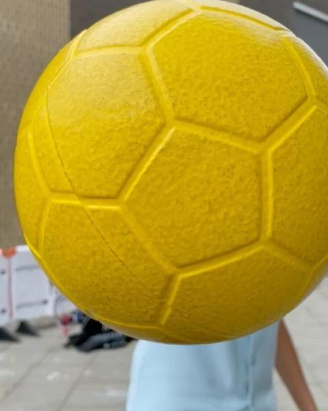 🚨GIVEAWAY 🚨(dutch only) met @rocky.hehakaija  Ben jij een echte goalgetter? En wil jij een GOALMASTER PRO winnen? 👉🏽Ga naar de laatste post van @favelastreet en volg de stappen om mee te doen  #favelastreet #favelastreetwest #westbeweegt #amsterdam #amsterdamwest #giveaway #personaldevelopment #goalmasterpro #goalgetter #officialgoalmasterpro